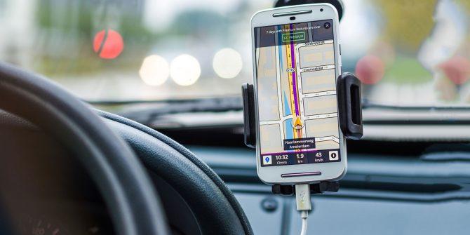 car-smartphone-holder
